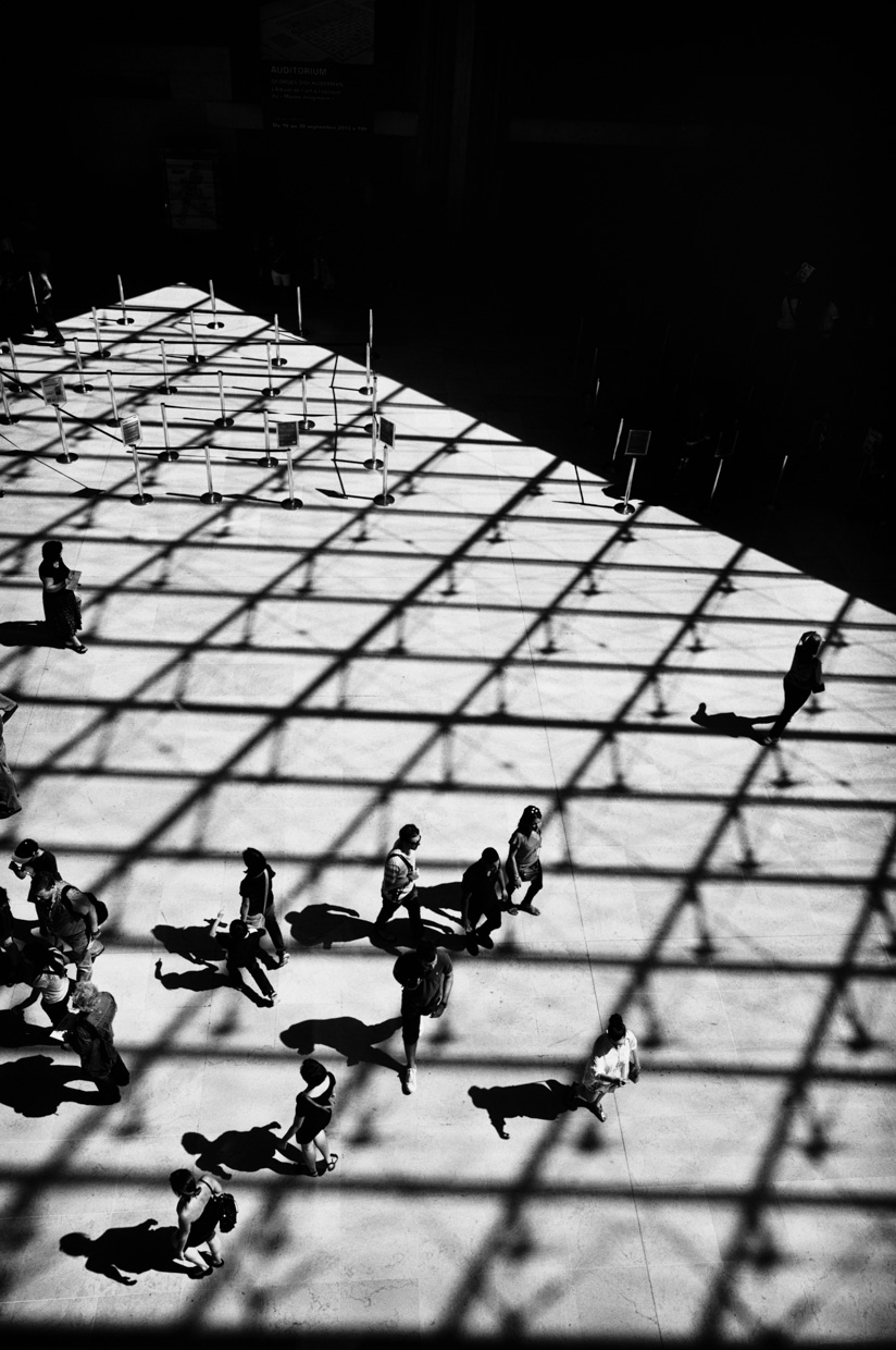 loeky-firet-light-darkness-shadow-black-and-white-photography-architecture-louvre
