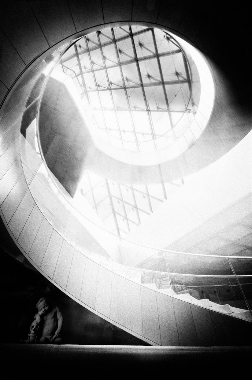loeky-firet-fine-art-photography-louvre-architecture-light-darkness